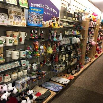 Amy S Hallmark Shop 22 Photos 27 Reviews Cards