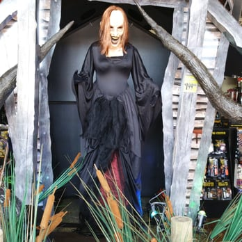 photo of spirit halloween store pasadena ca united states