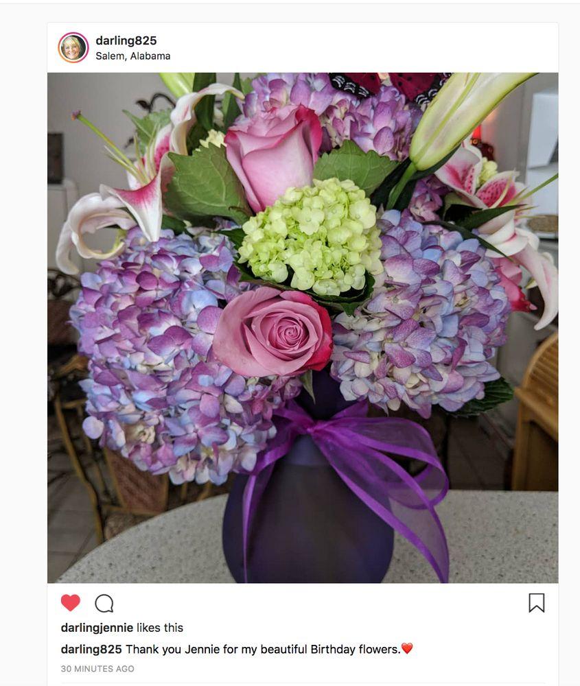 Virginia's Flowers & Gourmet Gifts Unlimted: 131 Columbus Pkwy, Opelika, AL
