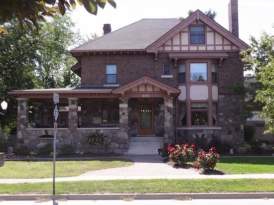 Stone House Inn: 405 W Broad St, Chesaning, MI