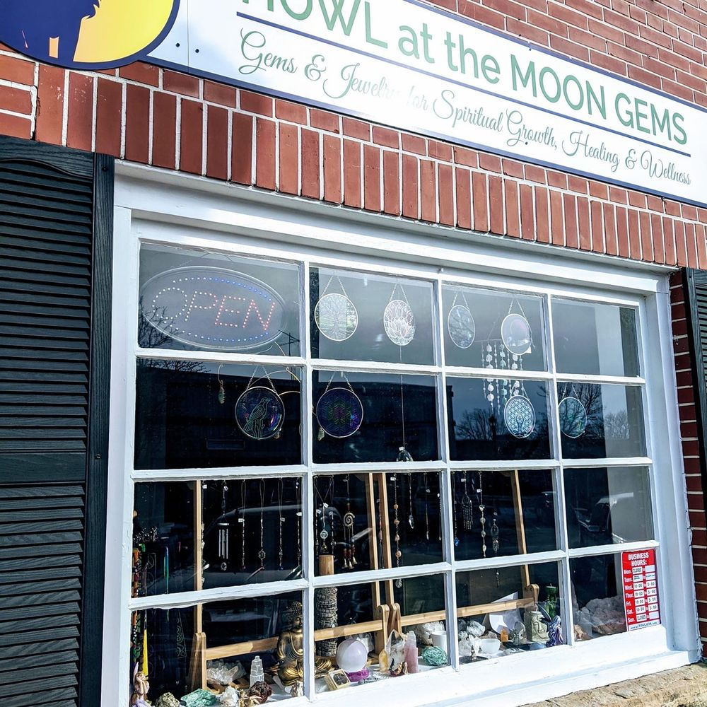 Howl At the Moon: 14 E Walworth St, Elkhorn, WI