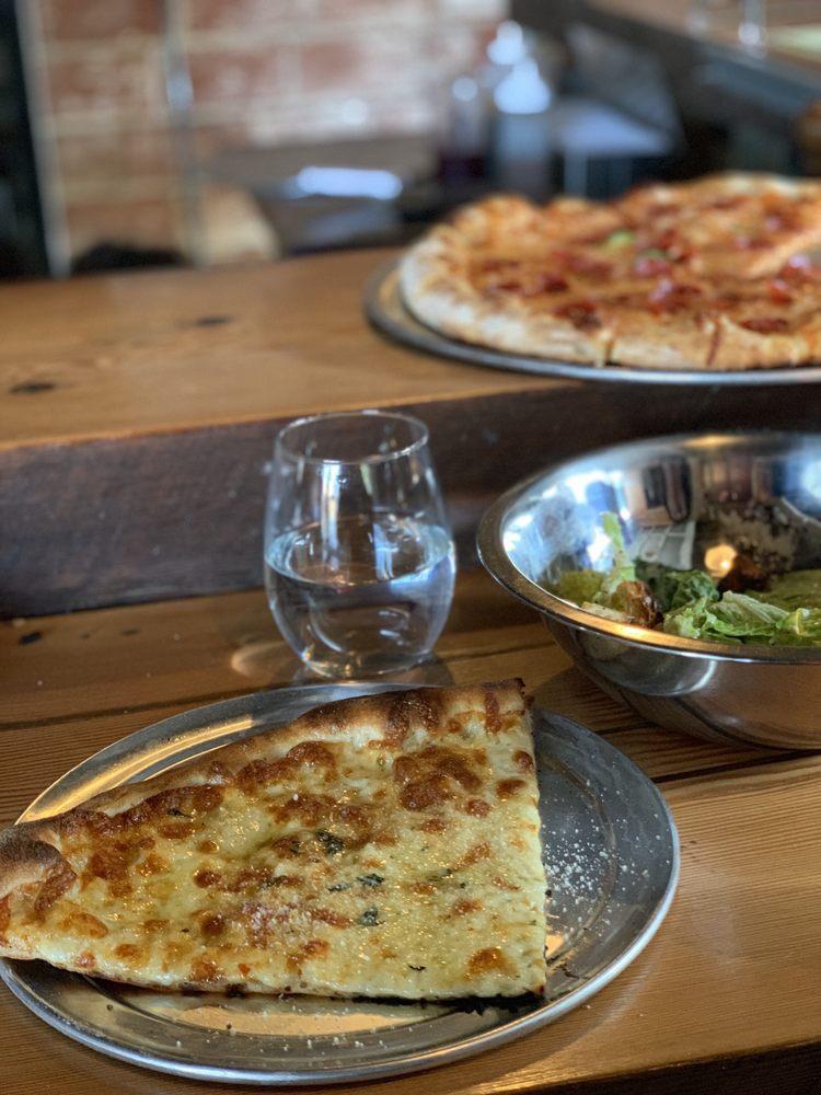 Round Table Pizza Newberg.Newberg Pizza Restaurant Gift Cards Oregon Giftly