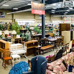 Many Hands Thrift Market 15 Photos Thrift Stores 2900 Se