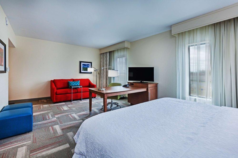 Hampton Inn & Suites Claremore: 1811 S Scissortail Ave, Claremore, OK