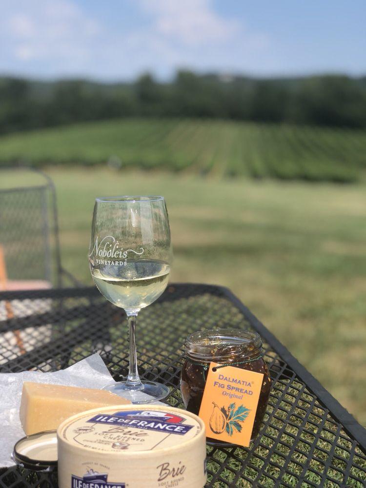 Noboleis Vineyards: 100 Hemsath Rd, Augusta, MO