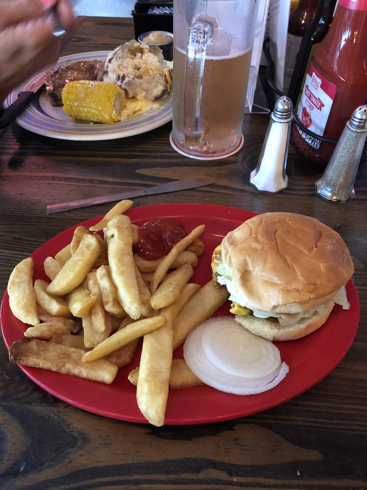 Spring River Draft House & Grill: 4201 US 62-412, Hardy, AR