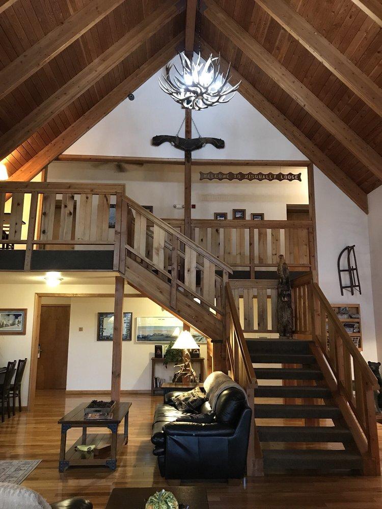 Nisqually Lodge: 31609 State Route 706 E, Ashford, WA