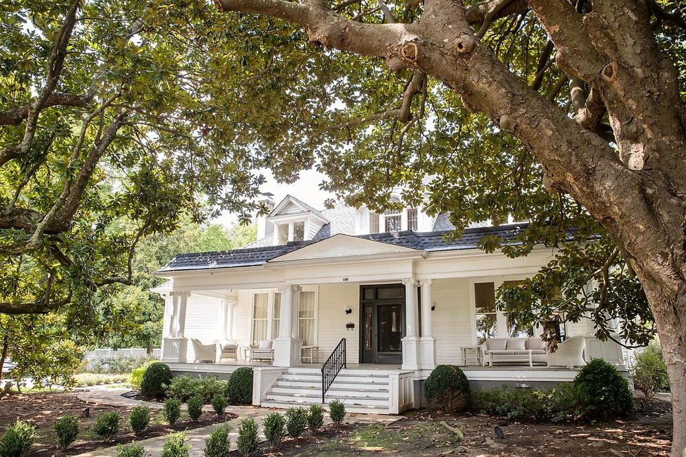 The Stratton House Bed and Breakfast: 198 Natchez St, Collierville, TN