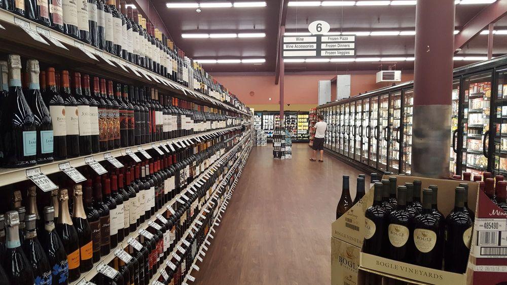 Holiday Market: 211 N 8th St, Klamath Falls, OR