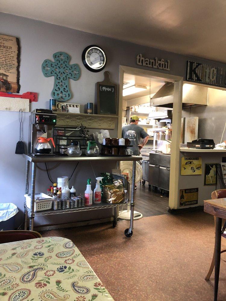 Hamburger Inn: 126 S Pennsylvania Ave, Mangum, OK