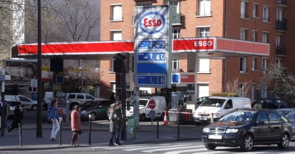 Esso station service gas stations 6 rue louis blanc colonel fabien goncourt paris france - Esso garage opening times ...