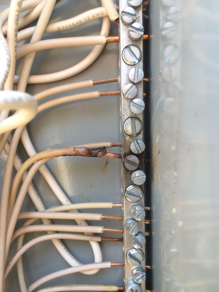 Loose neutral wire in panel. Fire hazard! - Yelp