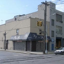 Peyton s gentlemens club 13 recensioner for Kitchen cabinets 2nd ave brooklyn
