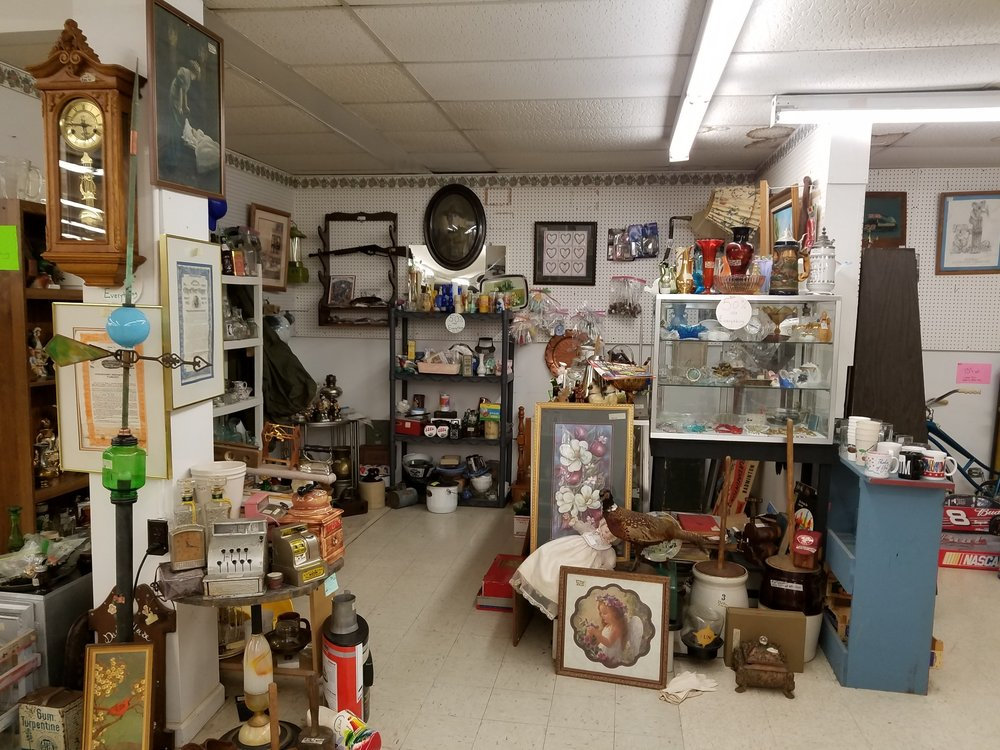 Old Sixty-Seven Antique Mall: 601 W Fuson Rd, Muncie, IN