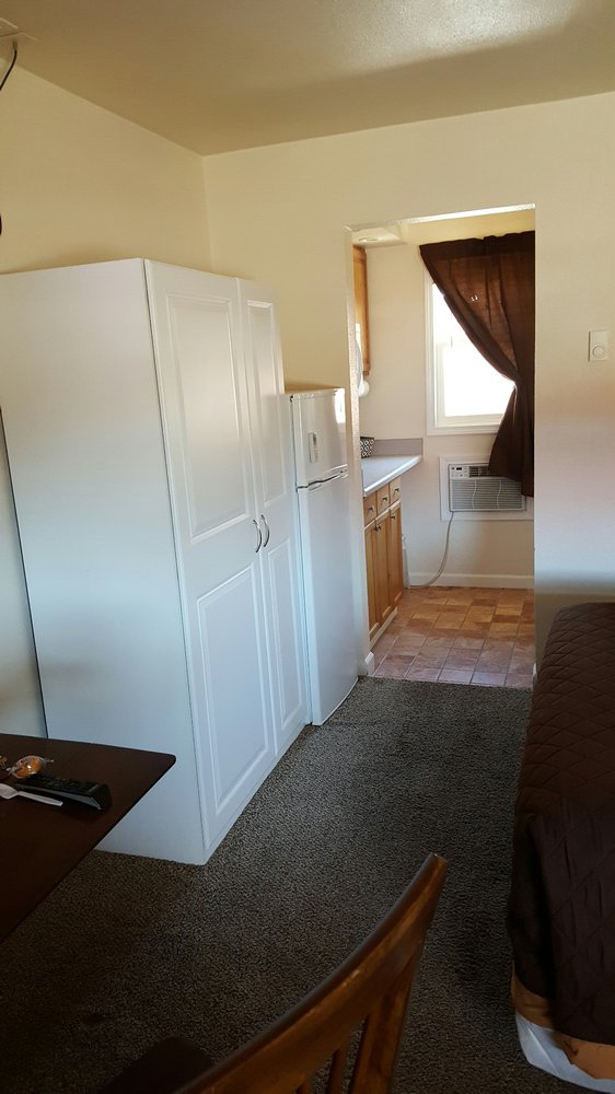 Sand's Motel: 933 W Platte Ave, Fort Morgan, CO