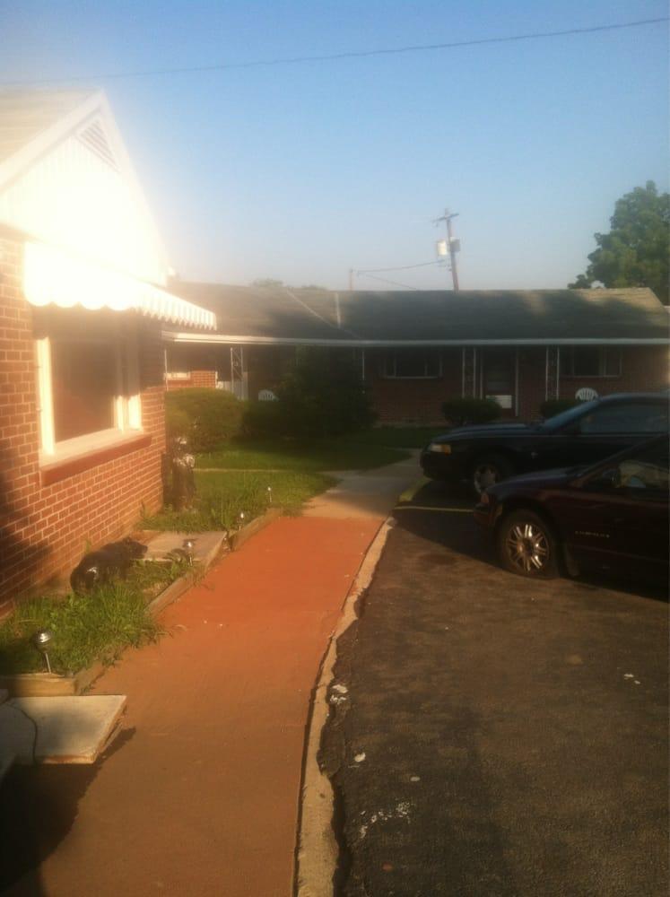 Johnnie's Motel: 709 Lincoln Way E, Mc Connellsburg, PA