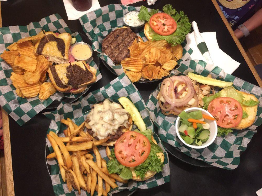Coach's Pub & Grill: 6201 Bishop Rd, Lansing, MI