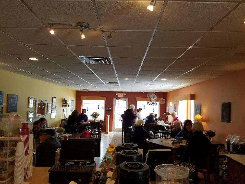Creole Cafe Hartland: 365 Cottonwood Ave, Hartland, WI