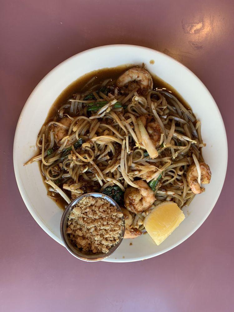 Sawatdee Thai Restaurant: 800 W Saint Germain St, Saint Cloud, MN