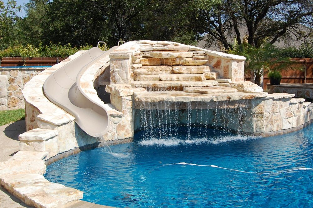 Makai pools spas 11 foton poolreng ring underh ll for Pool design company polen