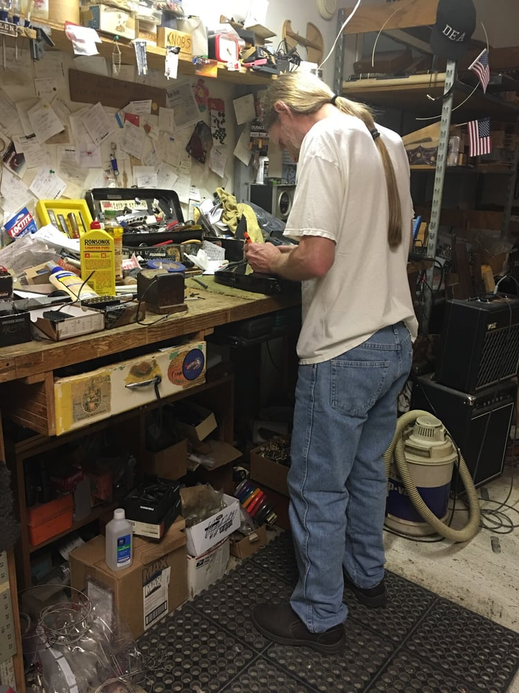 Neil Sargent Guitar Repair: 909 Thompson St, Houston, TX