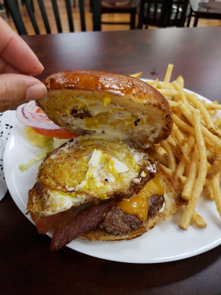 Reed's Grill: 7007 Shingle Glen Trl, Shingletown, CA