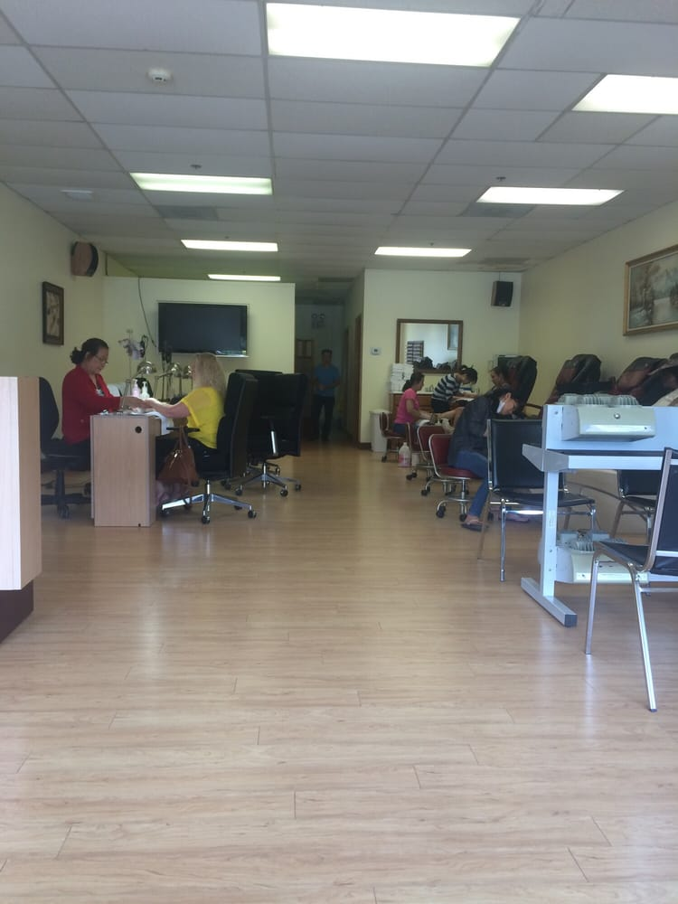 Bare Bones Salon 4 Pedicure Chairs And 5 Manicure Chairs Yelp