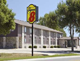 Super 8 by Wyndham Estherville: 1919 Central Ave, Estherville, IA