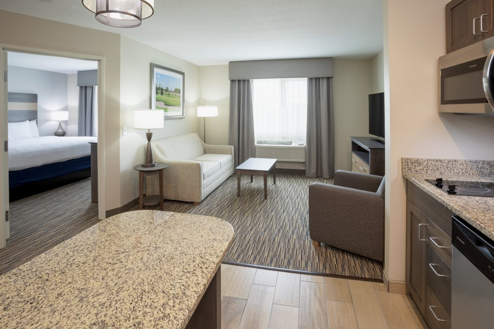 GrandStay® Hotel & Suites New London-Spicer: 15980 Hwy 23 NE, Spicer, MN