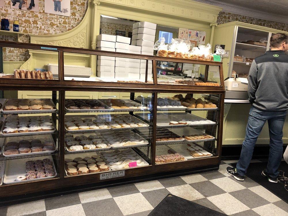 Bloedow Bakery: 451 E Broadway St, Winona, MN