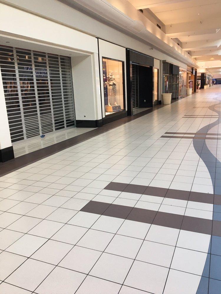Neshaminy Mall: 707 Neshaminy Mall, Bensalem, PA