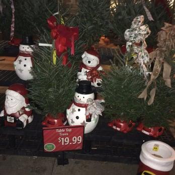 Kroger Christmas Hours.Christmas Decor Outside Morse Rd Kroger Yelp