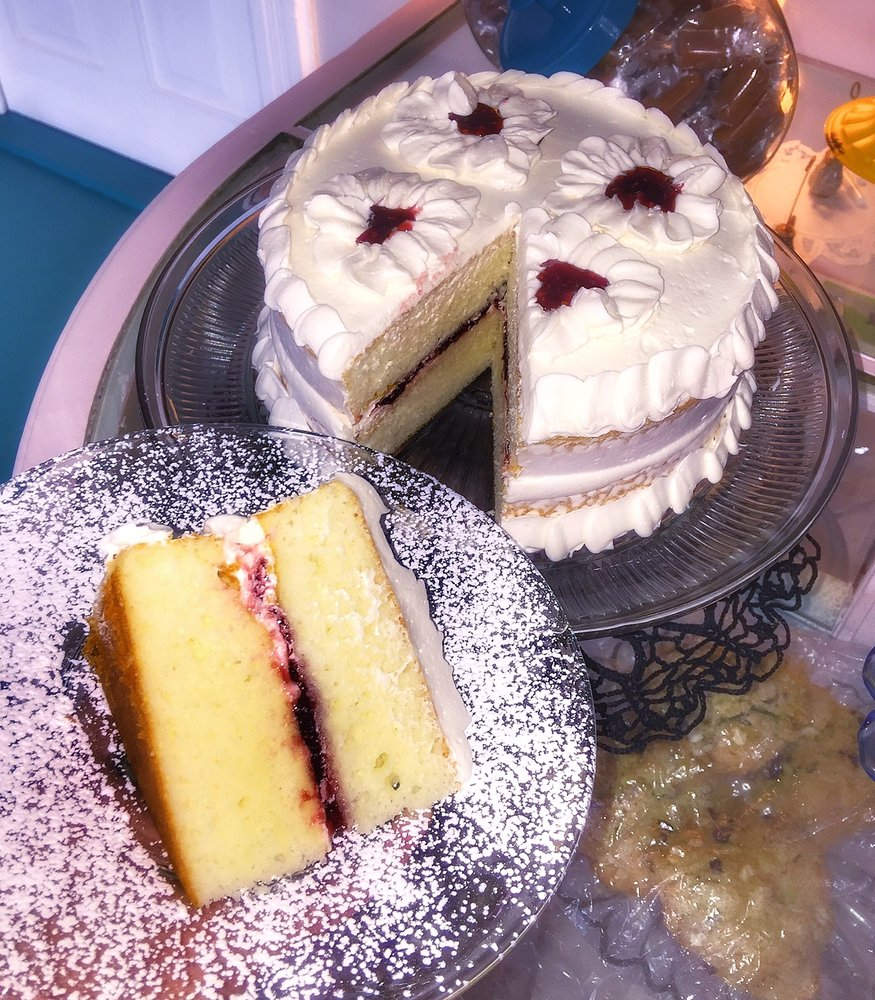 Sweet D Confections and Tea Room: 258 S State St, Caro, MI