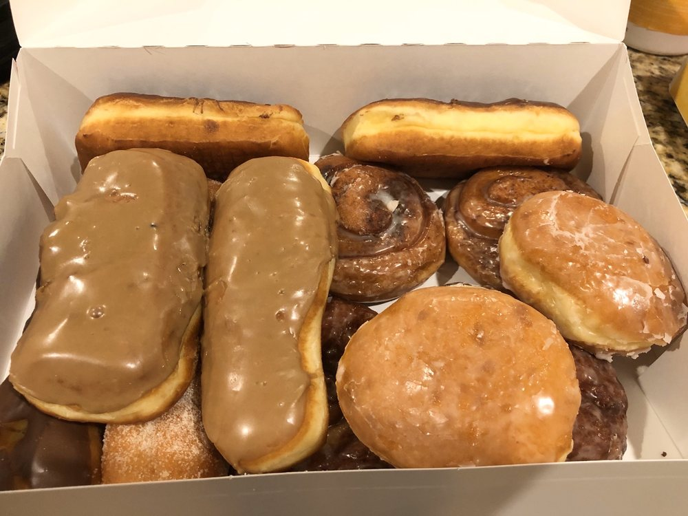 Donut Palace: 125 N Hwy 169, Smithville, MO