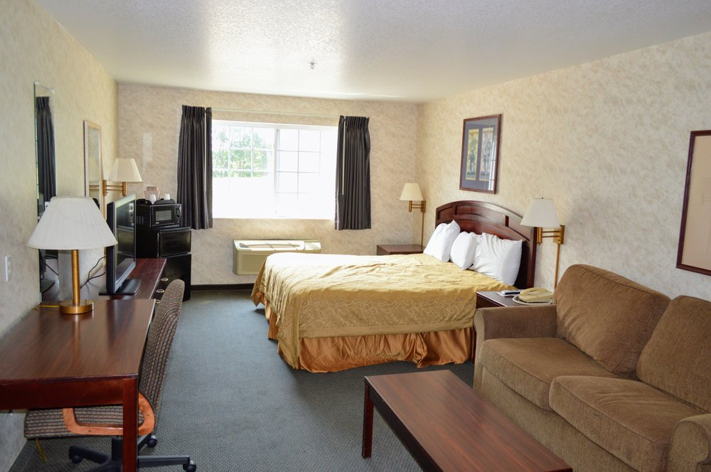 Colfax Inn: 1402 N Walnut St, Colfax, IA