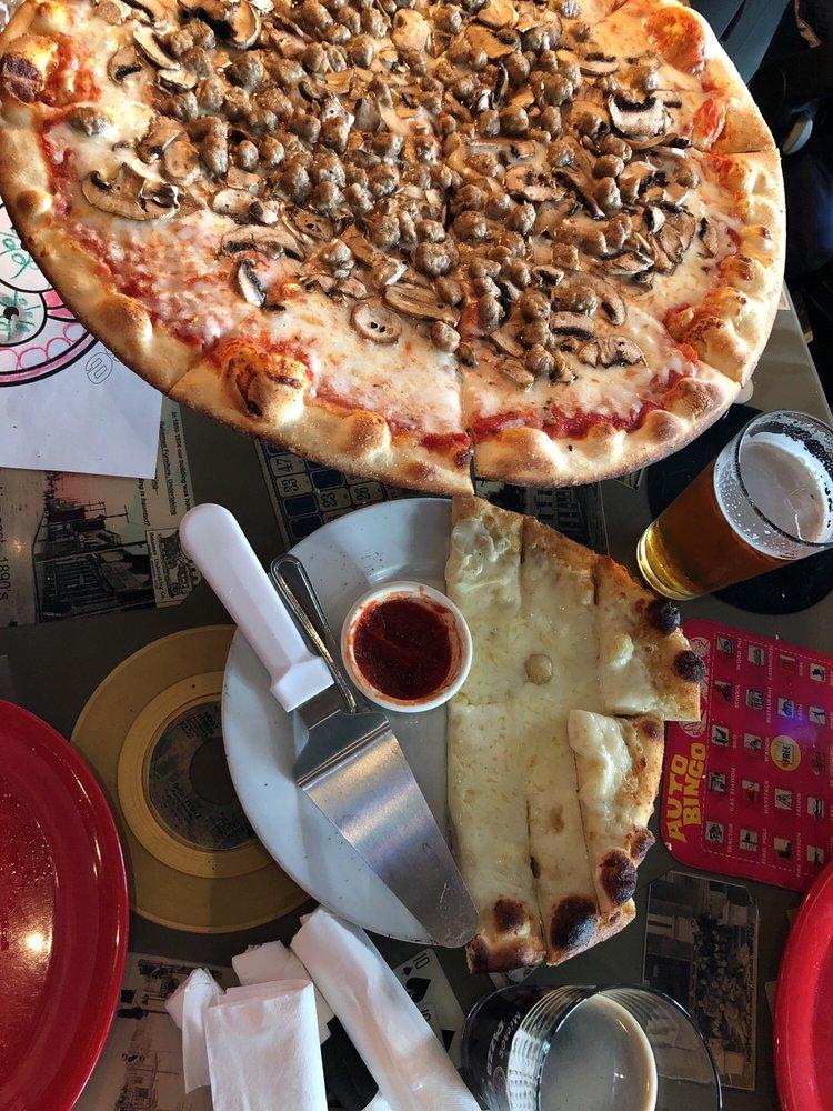 Cathouse Pizza: 1120 1st St, Snohomish, WA