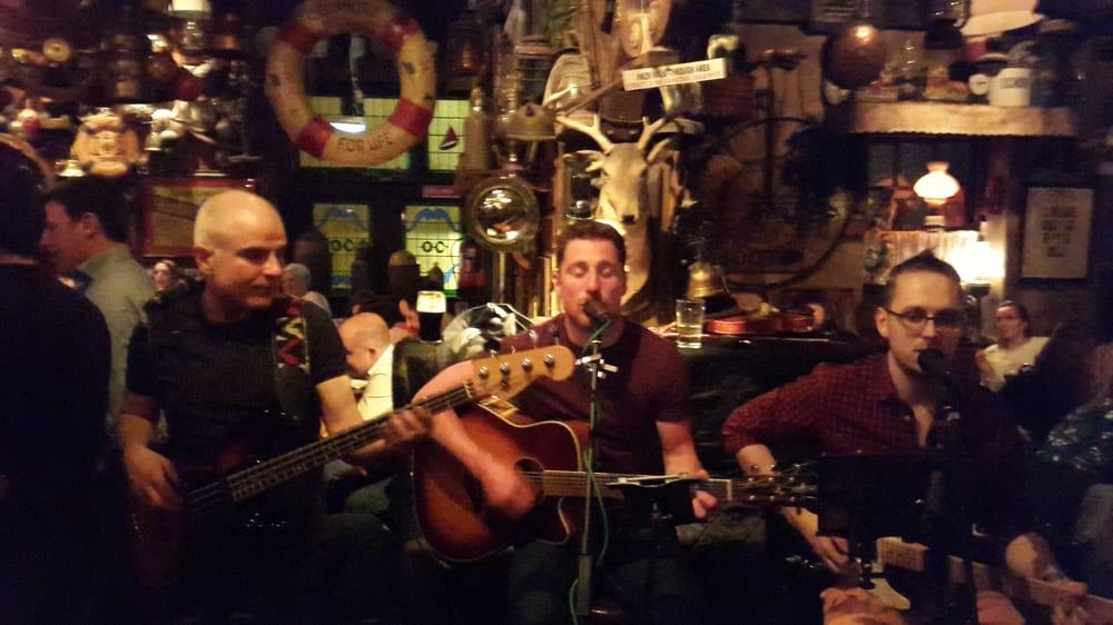 7 Characteristics of an Authentic Irish Pub - Tenon Tours