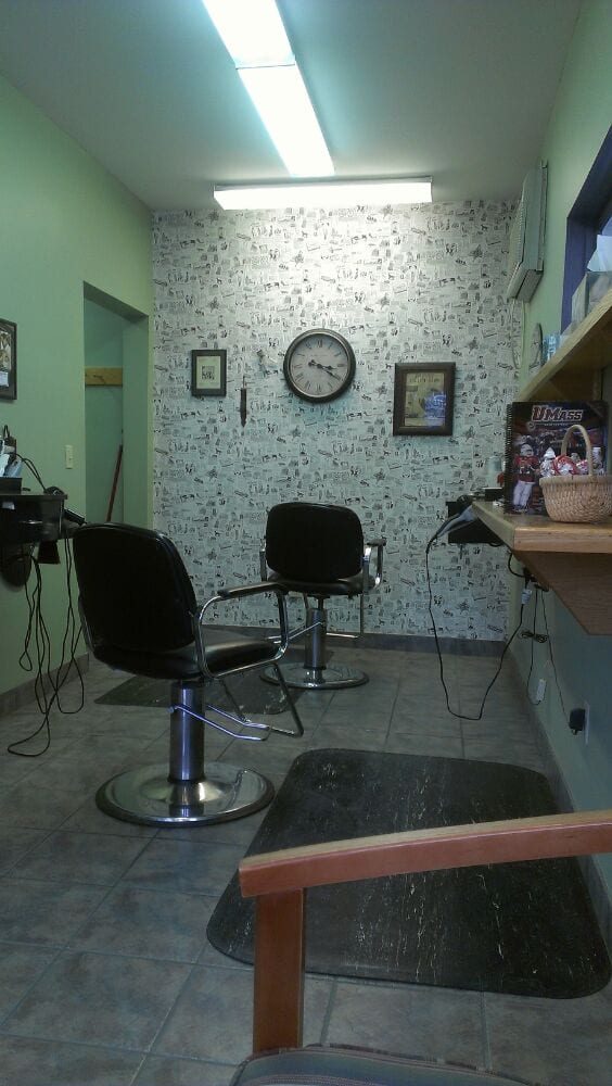 Sandy's Barber Shop: 96 N Pleasant St, Amherst, MA
