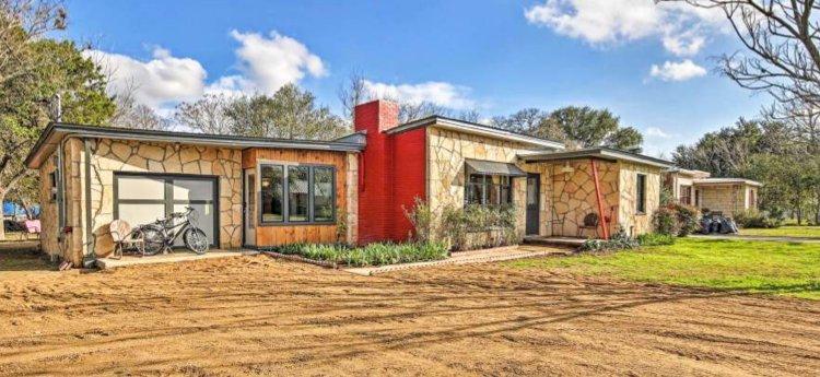 Betty B's City House: 818 Pecan St, Blanco, TX