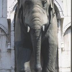 La Fontaine des Eléphants - Chambéry, Savoie, France. Fontaine aux éléphants à Chambéry