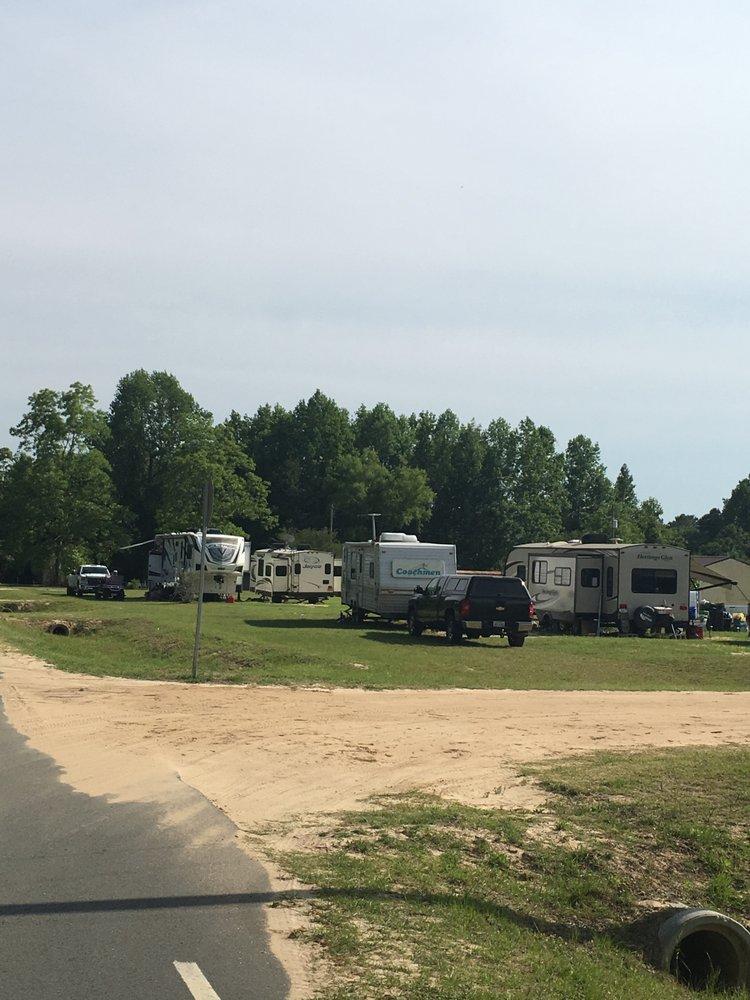 Dreamland RV Park: 700 Kamera Rd, Douglas, GA