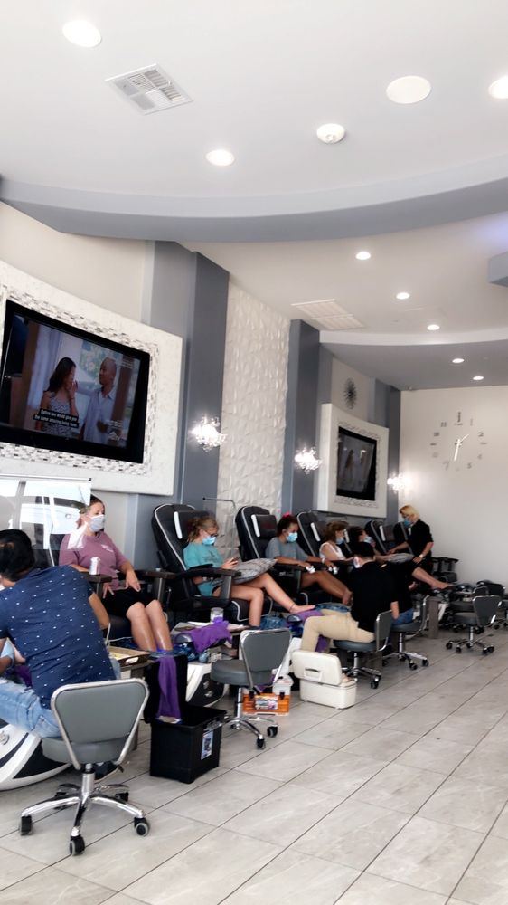 Deluxe Nails & Spa: 100 Hudson Oaks Dr, Hudson Oaks, TX