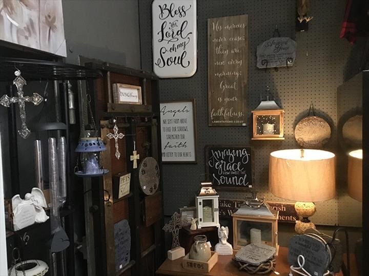 Mazie's Flowers & Gifts: 171 E Morse St, Markle, IN