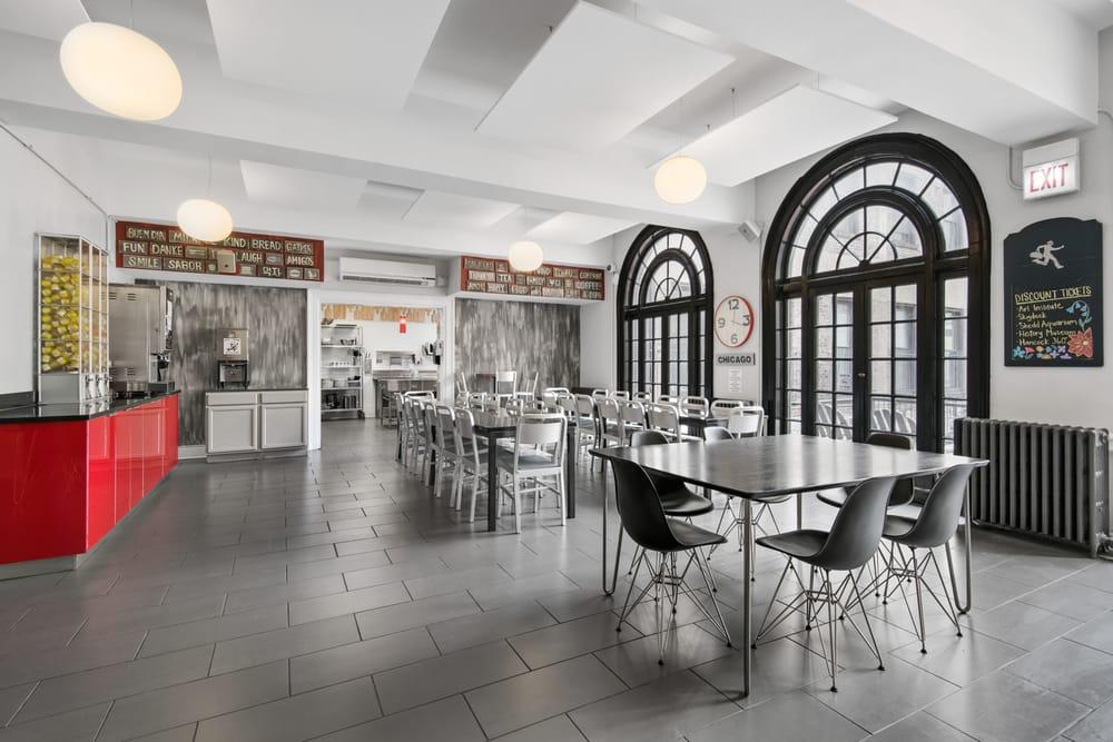 Restaurants Near Chicago Getaway Hostel