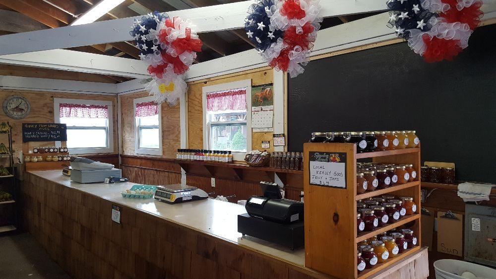 Hank Hulse Farms: 201 Barnes Rd, Moriches, NY