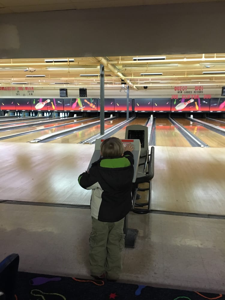 TP Bowling Lanes: 300 E Lake Ave, Bellefontaine, OH