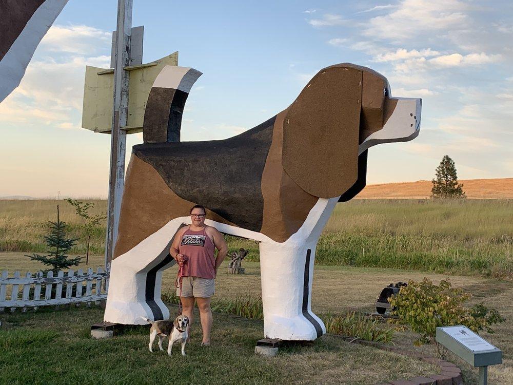 Dog Bark Park Inn: 2421 Business Loop 95, Cottonwood, ID