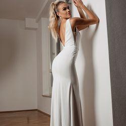 new concept 0d8ad 60449 White Silhouette - 89 Fotos - Brautmode & Hochzeitsdeko ...