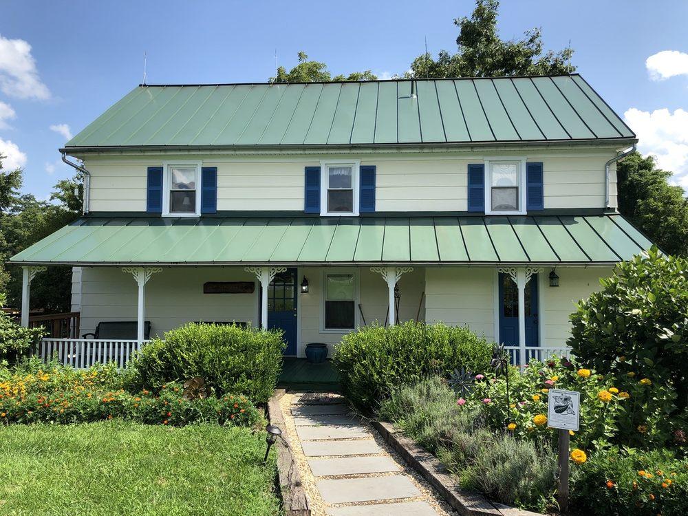 Hiddencroft Vineyards: 12202 Axline Rd, Lovettsville, VA