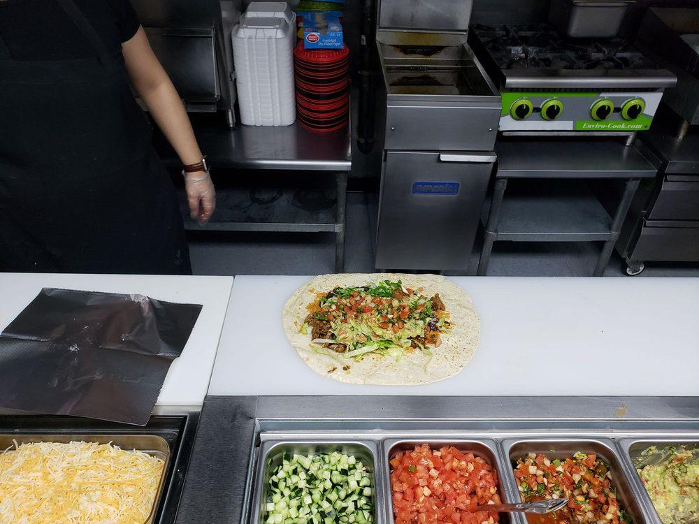 Pepo's Burrito Bar: 924 A Hwy 411 N, Etowah, TN